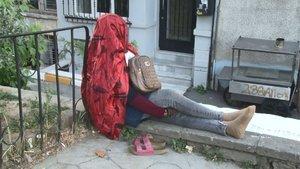 Afrikalı kadın, 5 gündür bu şekilde bekliyor