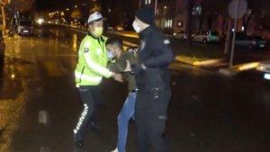 Alkollü sürücü polisi iterek tehdit etti