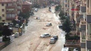 Ankara'da sağanak sele yol açtı!
