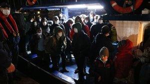 Arızalı teknedeki 109 sığınmacı kurtarıldı