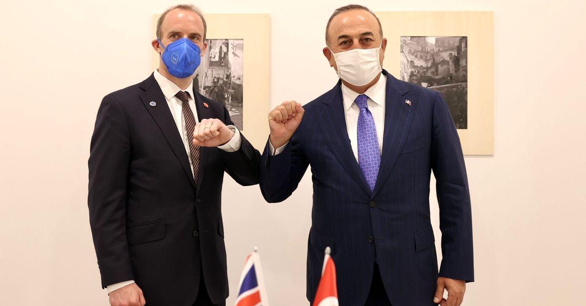 Bakan Çavuşoğlu İngiliz mevkidaşı ile görüştü