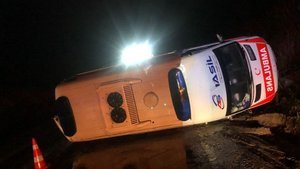 Balıkesir'de ambulans devrildi: 4 yaralı