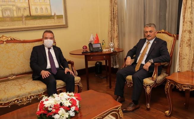 """Başkan Böcek Vali Yazıcı'yı ziyaret etti """"Antalyamız için birlikte çalışacağız"""""""