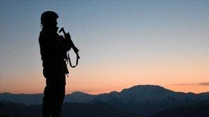 Bitlis kırsalında teröristlerle çatışma: 1 korucu şehit, 5 asker yaralı