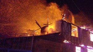 Bolu'da iki katlı evde yangın paniği