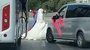 Düğün konvoyuyla yolu kapatıp, halay çektiler