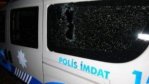 Edirne'de polis aracına 'kiremitli' saldırı