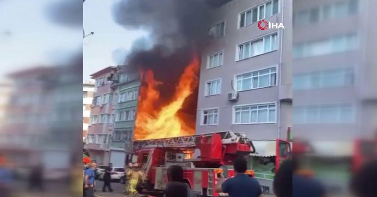 Fatih'te korkutan yangın! Binayı alevler sardı