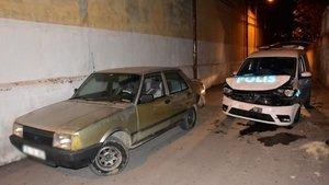Firari hırsız, polis aracına çarpınca yakalandı