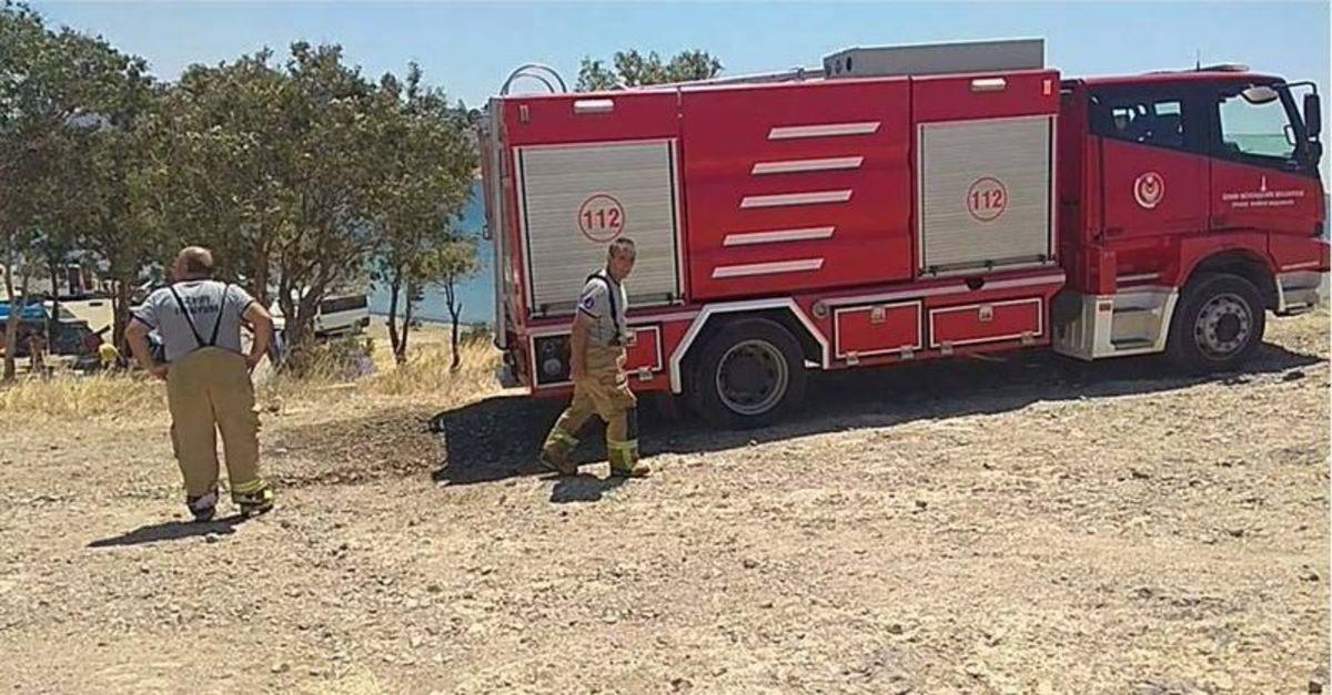 Foça'da iki ayrı yangın