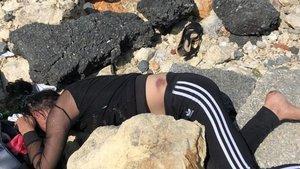 Genç kadını dövüp kayalıklara attılar!