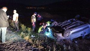 Hafif ticari araç şarampole devrildi: 1 ölü, 5 yaralı