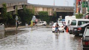 İki kenti sağanak yağış vurdu!