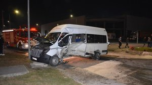 İşçi servisi ve otomobil çarpıştı: Yaralılar var