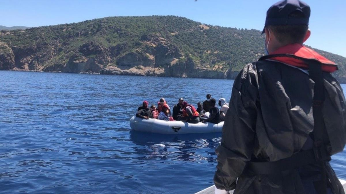 İzmir açıklarında 344 kaçak göçmen kurtarıldı