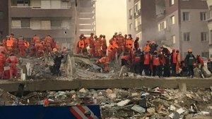 İzmir'deki depremde flaş gözaltılar!