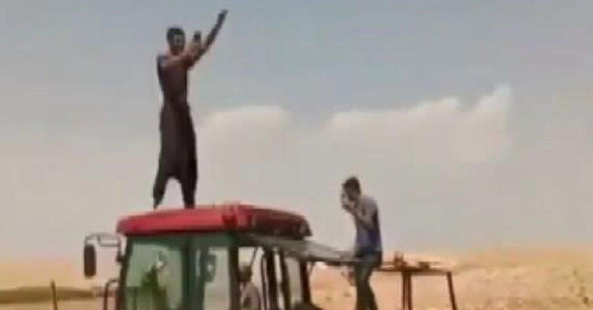 Jandarmaya taş atan 2 kişiye gözaltı