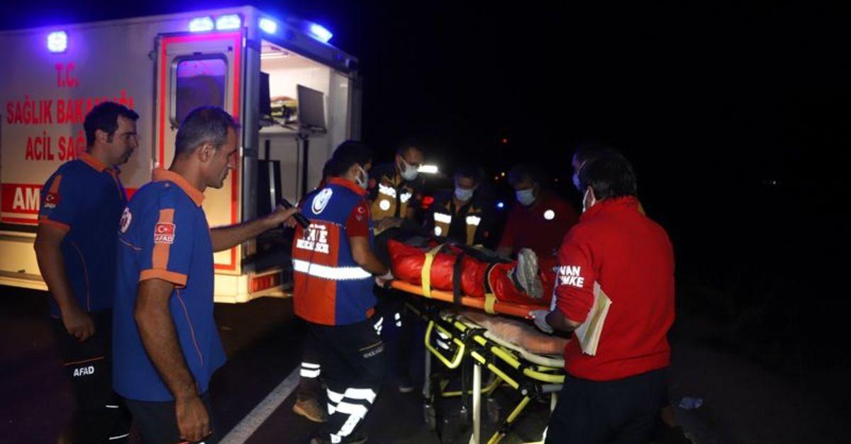 Kaçak göçmenleri taşıyan minibüs takla attı: 1 ölü, 16 yaralı