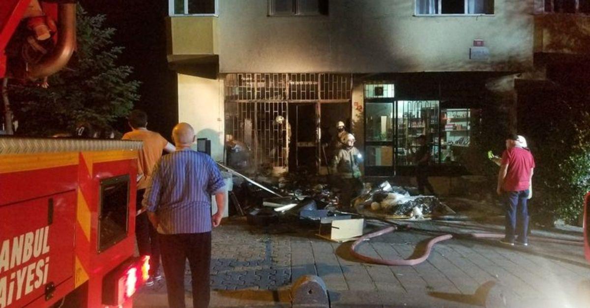 Kadıköy'de iş yeri deposunda yangın paniği