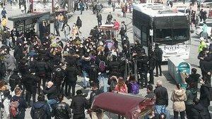 Kadınlardan 'fesih' protestosu