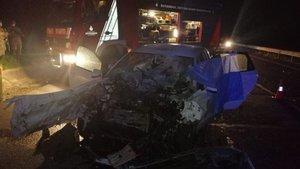 Kamyona çarpan otomobil hurdaya döndü: 1 ölü