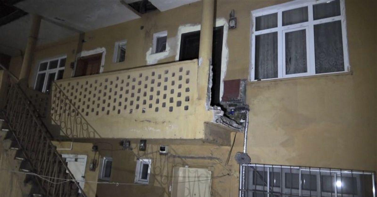 Karabük'te balkon duvarı yıkıldı: 2 yaralı