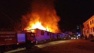 Kastamonu'da yangın: 6 ev kullanılamaz hale geldi