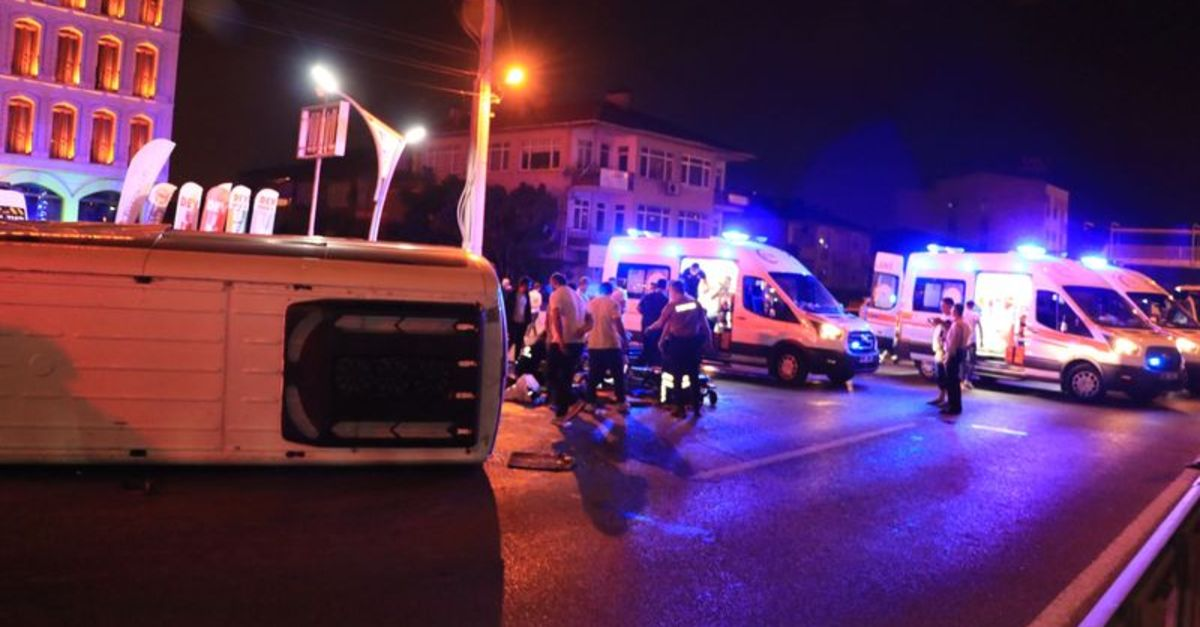 Kocaeli'de işçileri taşıyan minibüs devrildi: 7 yaralı