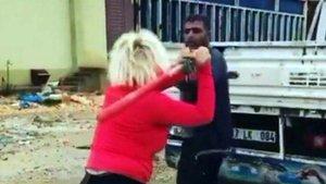 Köpeklerin mamalarını çalan kişiyi beyzbol sopasıyla dövdü