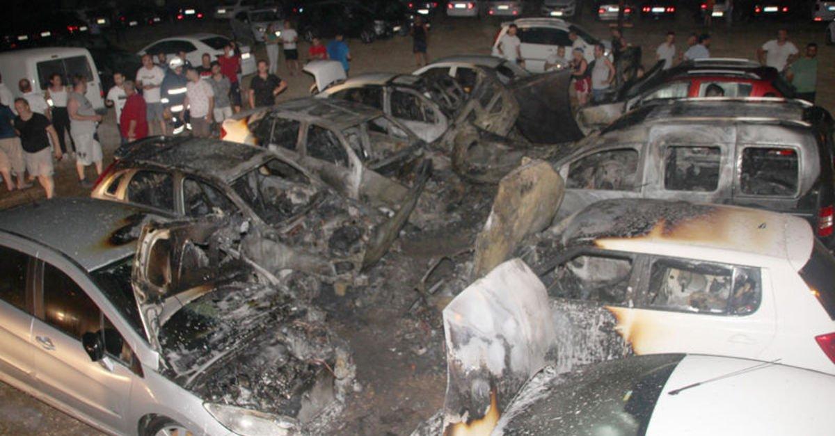 Mersin'de otopark yangını: 12 araç küle döndü