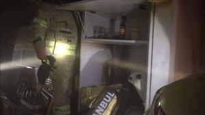 Motoru patlayan buzdolabı yangın çıkardı
