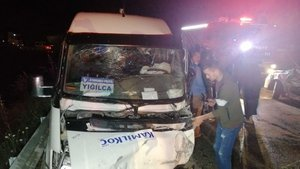 Otomobil ve işçi servisi çarpıştı: 6 yaralı