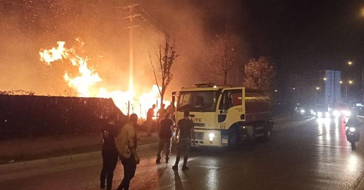 Sanayi sitesinde çıkan otluk alan yangını korkuttu
