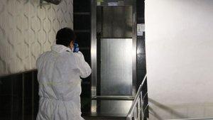 Sipariş getirdiği apartmanın asansör boşluğuna düştü