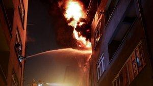 Şişli'de lastik deposunda yangın
