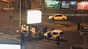 Taksiler kısıtlama saatinde bomboş yolda çarpıştı
