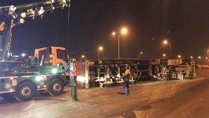 TEM Otoyolu'nda TIR kazası! Uzun araç kuyrukları oluştu