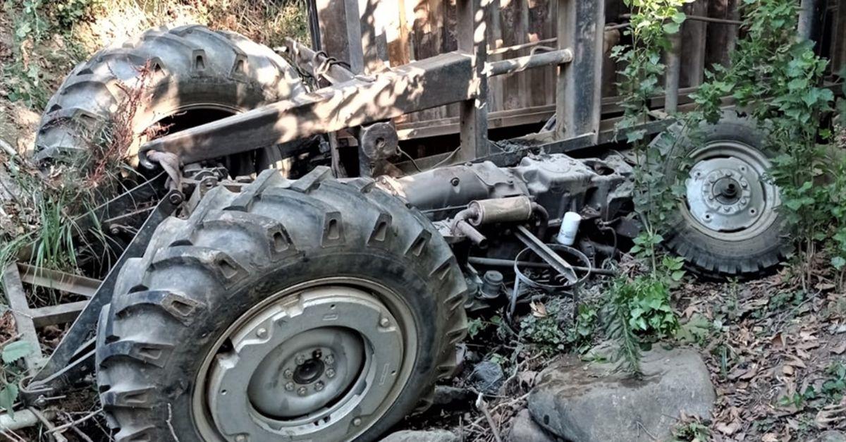 Traktör şarampole devrildi, 18 yaşındaki sürücü öldü