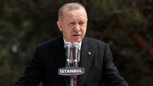 Türkiye'nin en büyük bayrağı dalgalanıyor