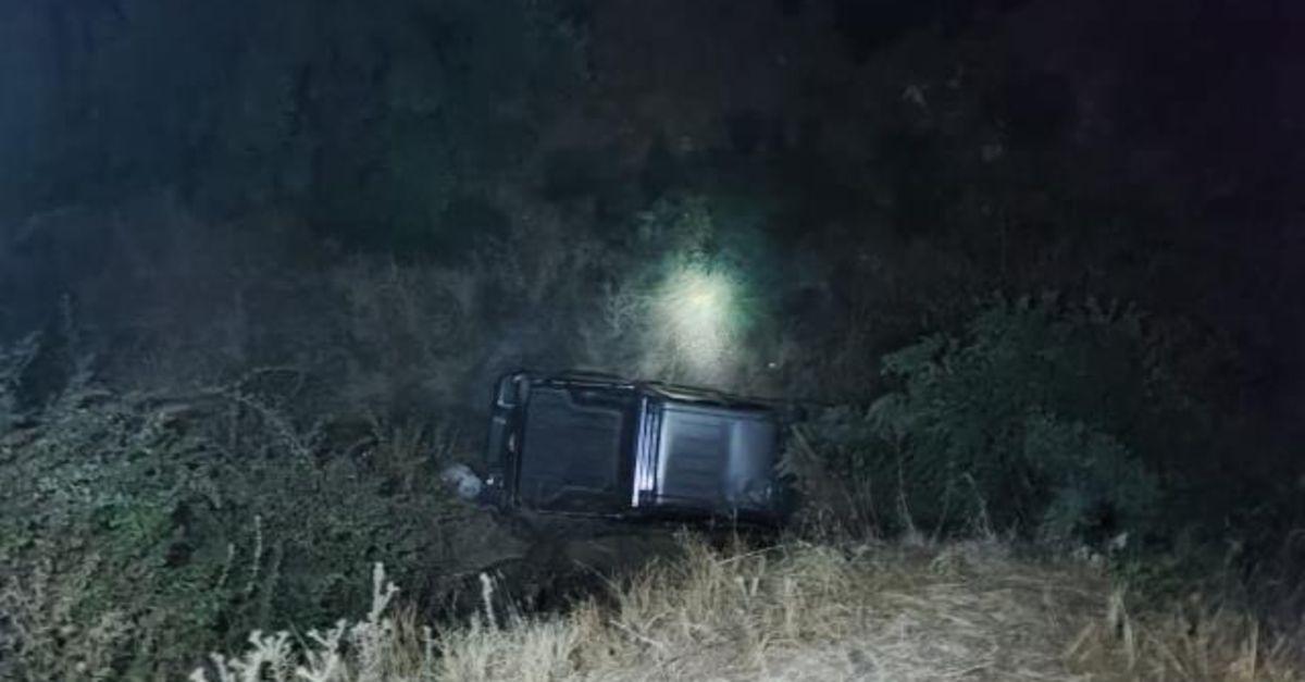 Uçuruma devrilen kamyonetin sürücüsü öldü