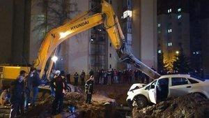 Üzerine otomobil düşen işçi hayatını kaybetti