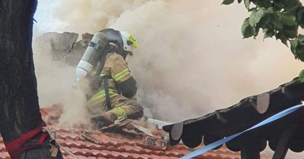 Yangında çatı çöktü, itfaiye eri ölümden döndü