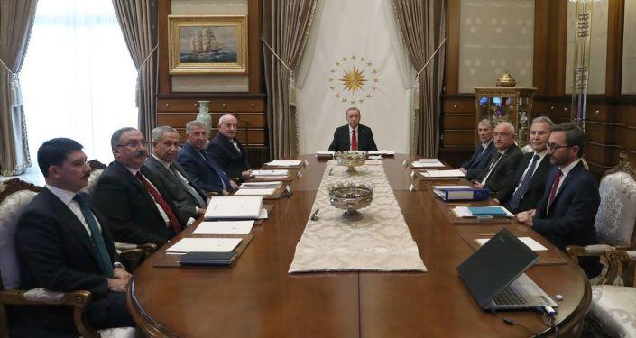 Ahmet Hakan: Bülent Arınç'ın aldığı tepkinin nedeni 'AİHM kararı uygulansın' demesi değildi