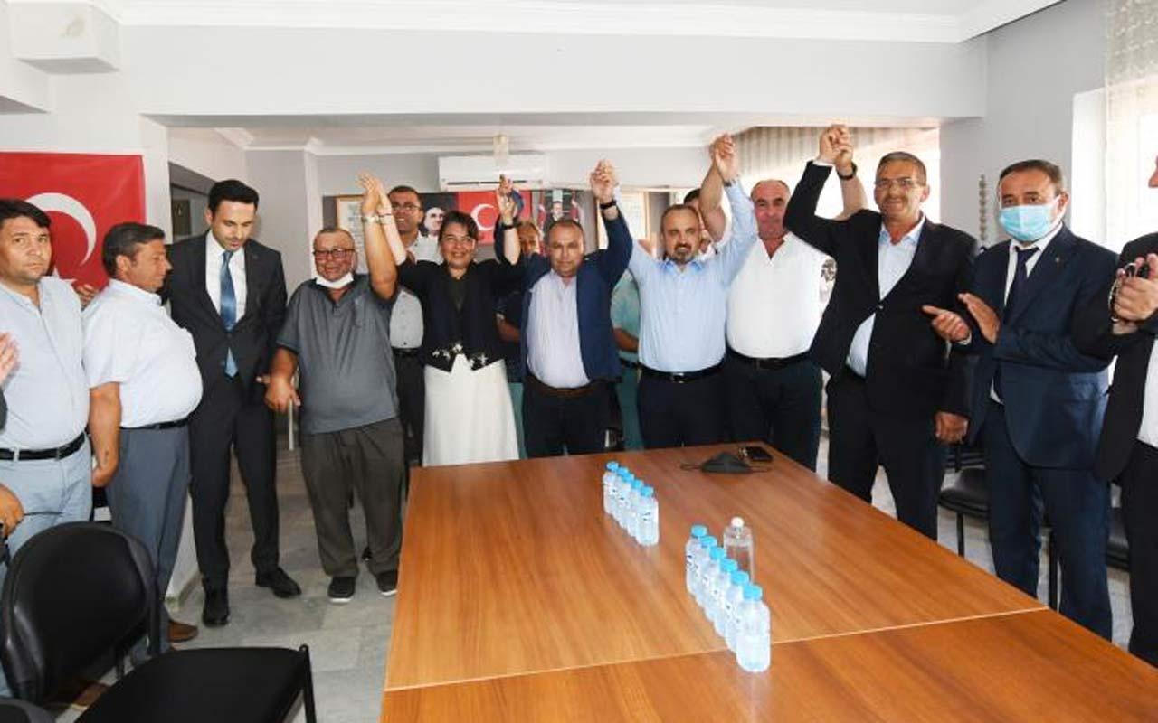 Çanakkale'de CHP'den AK Parti'ye geçtiler rozetlerini Bülent Turan taktı