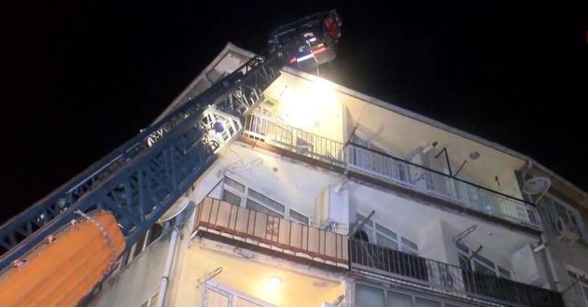 Fatih'te 4 katlı binada çıkan yangın korkuttu