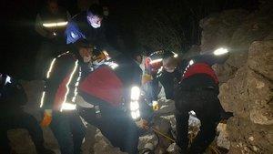 Feci ölüm: Üzerine 5 tonluk kaya düştü!