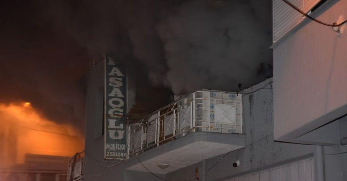 İzmir'de mobilya atölyesinde korkutan yangın
