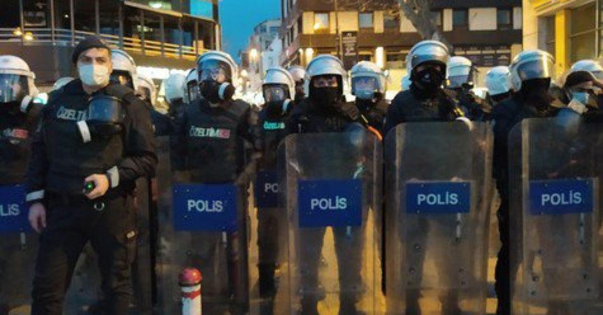 Kadıköy'de izinsiz yürüyüşe gözaltı