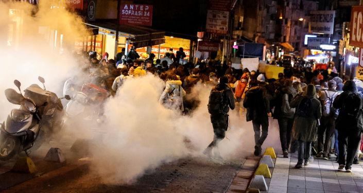 Kadıköy'deki protestolarda gözaltına alınanlardan 65'i serbest bırakıldı