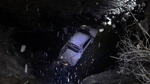 Karda yoldan çıkan kamyonet şarampole uçtu: 6 yaralı